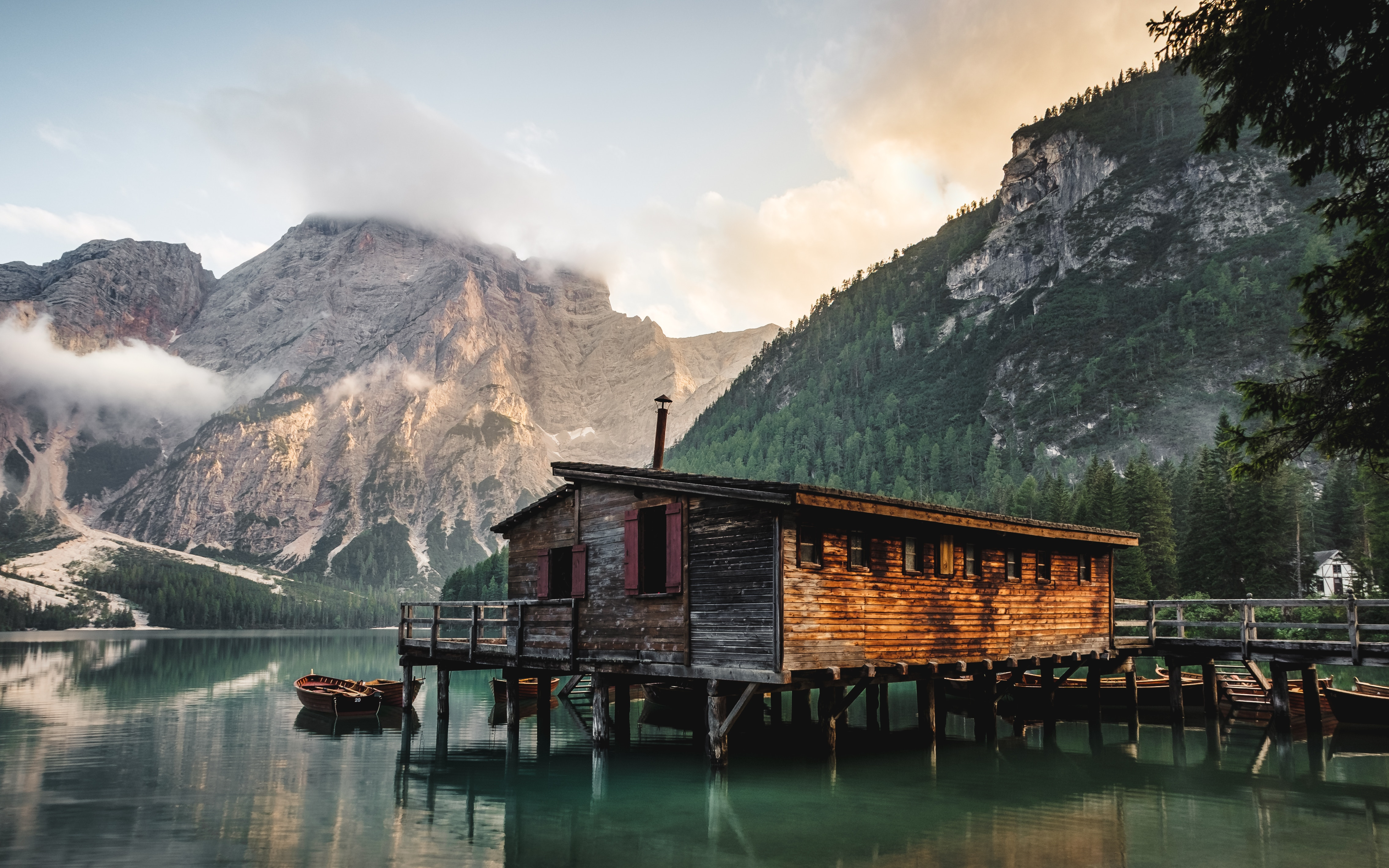 casa sul lago di braies val pusteria montagna estate
