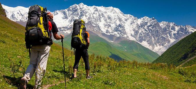 Cosa mettere nello zaino per una escursione in montagna d'estate?