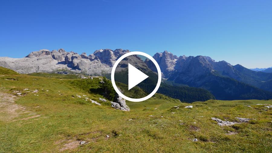 Lo spettacolo delle Dolomiti di Brenta in estate