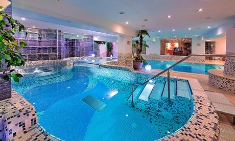 Offerta Folgarida: camera matrimoniale o Deluxe per 2 con colazione/mezza pensione e piscina – Luna Wellness Hotel 4*